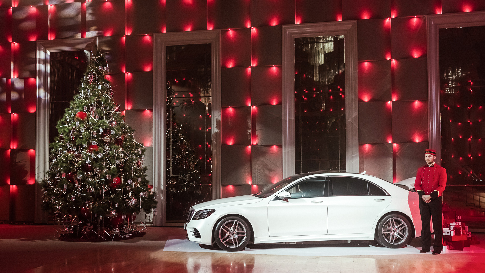 L Officiel Red Shoes Christmas Dance By Mercedes Benz 2017 Ultra Promo